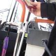 手帳バス運転席下車する