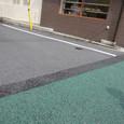 緑グレー塗り分け斜めアスファルト
